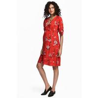 H&M Sukienka z dekoltem w serek 0503201001 Czerwony/Kwiaty