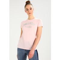 Hollister Co. TECH CORE LOGO T-shirt z nadrukiem light pink H0421D01C